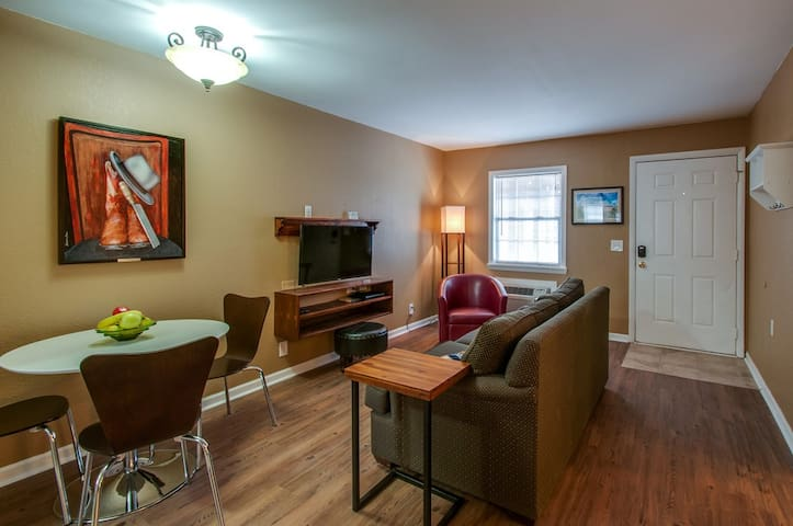 Midtown 2bdrm • 1 Mile From Broadway!