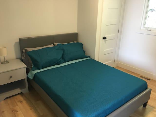 Bedroom w. Double Bed