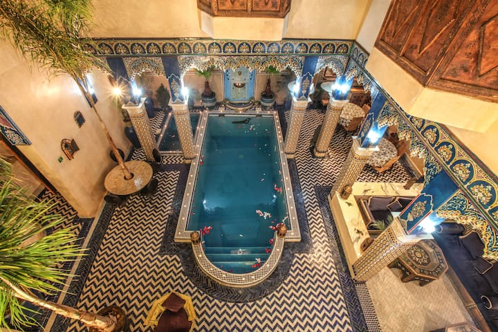 Riad Puchka Marrakech Medina double bed room blue - Marrakesch - Bed & Breakfast