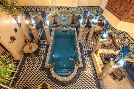 Riad Puchka Marrakech Medina double bed room blue - Marrakesh - Bed & Breakfast