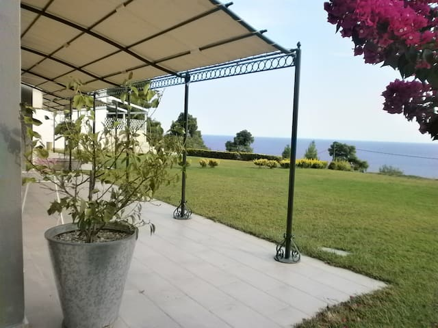 Luxurious villa, amazing sea views, 800sq.m.garden - Kalandra