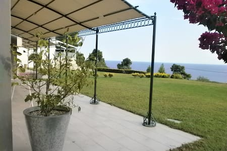 Luxurious villa, amazing sea views, 800sq.m.garden - Kalandra - Villa