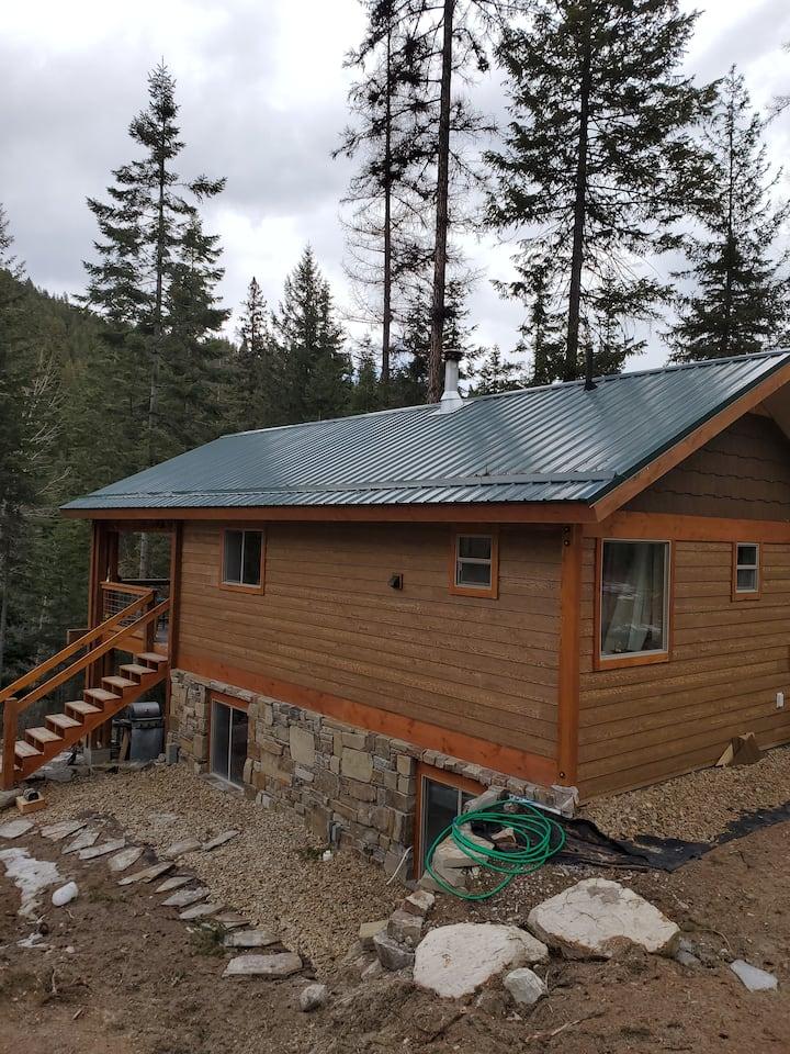 Social Distance & Ski Blacktail -Creekside Cabin