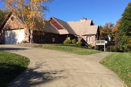 US Open - Stone & Cedar Home - Glenshaw - Hus