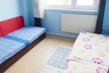 beds in 12 sqm room