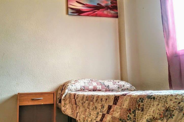Good vibes & single bed near to center & beach