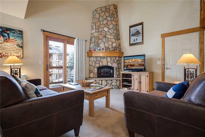 O1206 by Pioneer Ridge: Easy walk to Grocery Store + Minutes from Winter Activities + Free City Bus