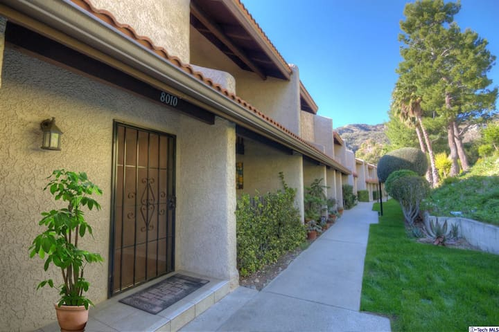 Beautiful three story Townhouse in Burbank Hills - Burbank - Townhouse