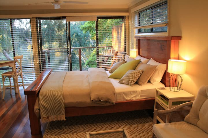 Five Bees Bush Retreat Guest House