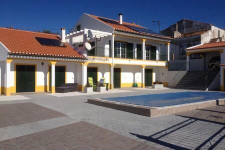 Villa Minnesma (casa grande) - Figueira e Barros - Huis