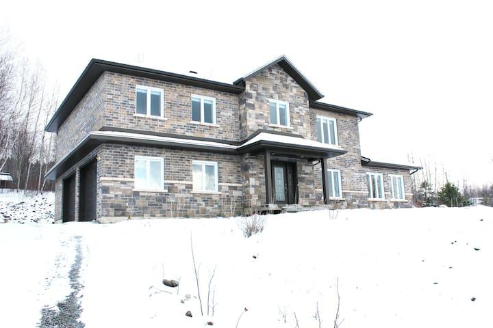 Grande maison neuve - 4 chambres - Sherbrooke - House