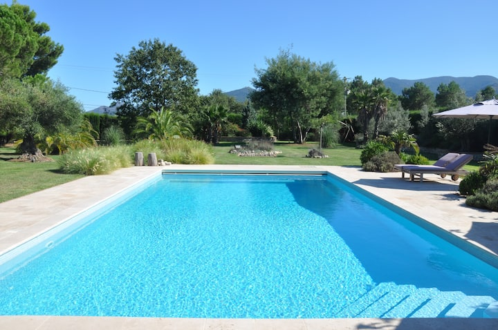 Argeles  Holiday Villa, Pool, Big Garden by Beach
