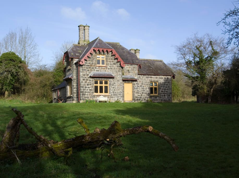 Ballealy Cottage Front Exterior
