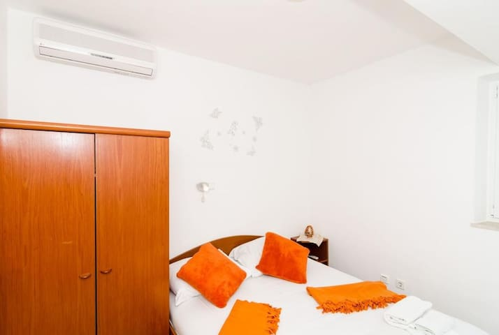 Guest House Daniela - Double Room with Private External Bathroom and Patio