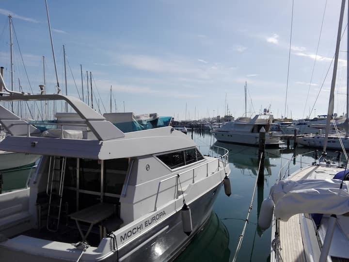 Luxury Yacht, Rimini Beach