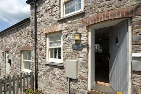 Daffodil Cottage, Laugharne, Wales