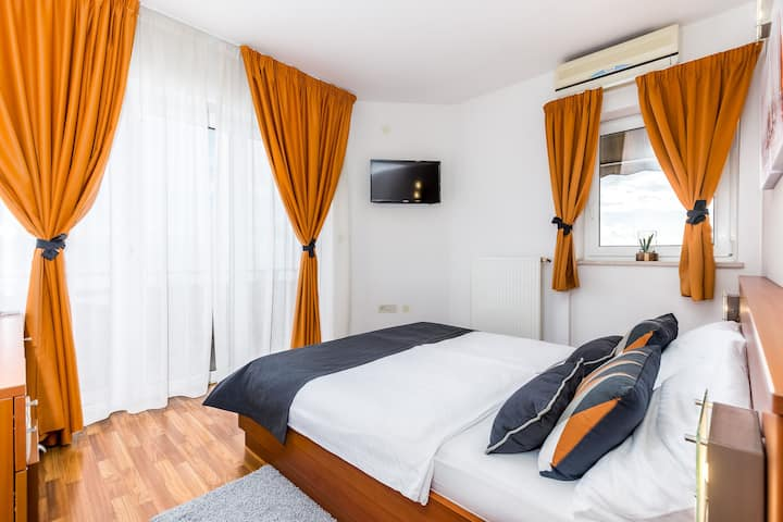 Deluxe double room with balcony and sea view 102