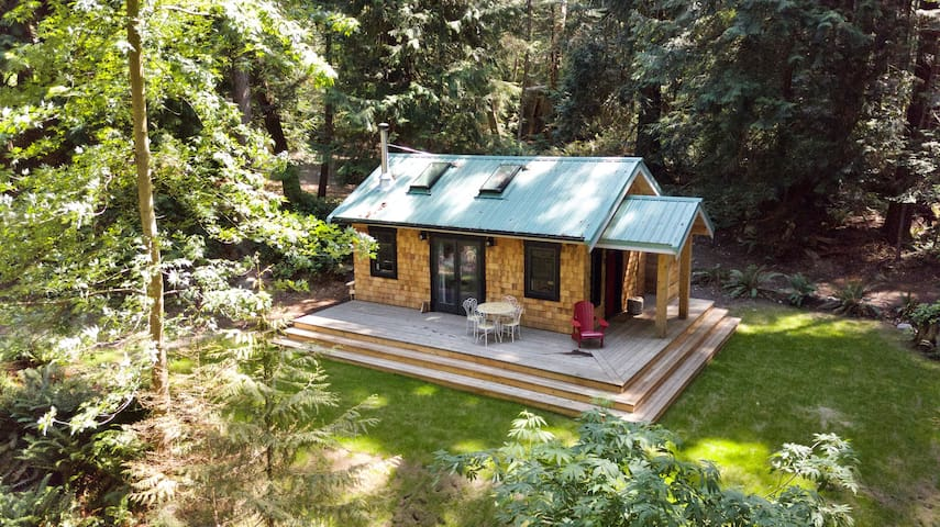 Couple's cottage on the shores of Savary Island