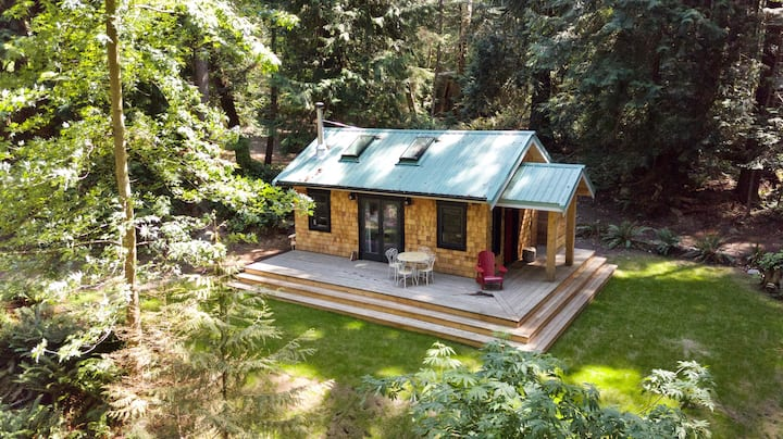 Couple's cottage, southern shores of Savary Island