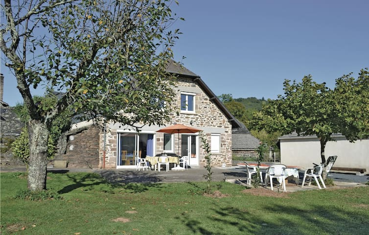 Holiday cottage with 3 bedrooms on 88m² in Voutezac