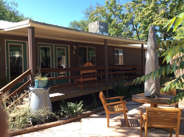 Quiet Escape in Town - Silver City - Casa