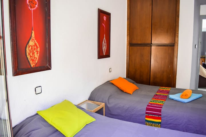 """Flash"" Big Bedroom MERCED CENTRO+wifi+900m PLAYA"