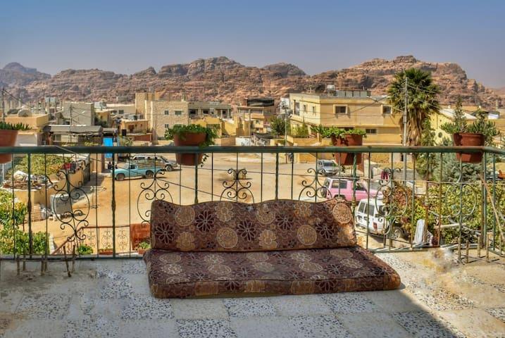 Petra Star-Twin/Double bedroom in bedouine village