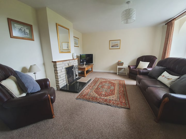 The Coach House: sleeps 5 with indoor swimming pool - dog friendly.