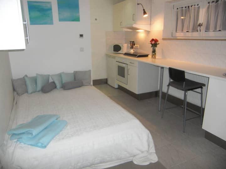 TOLLES Zimmer mit eigener Dusche und Küche