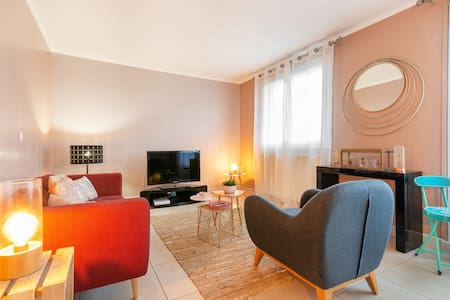 Cosy&Tidy: big fully furnished flat Paris Airport