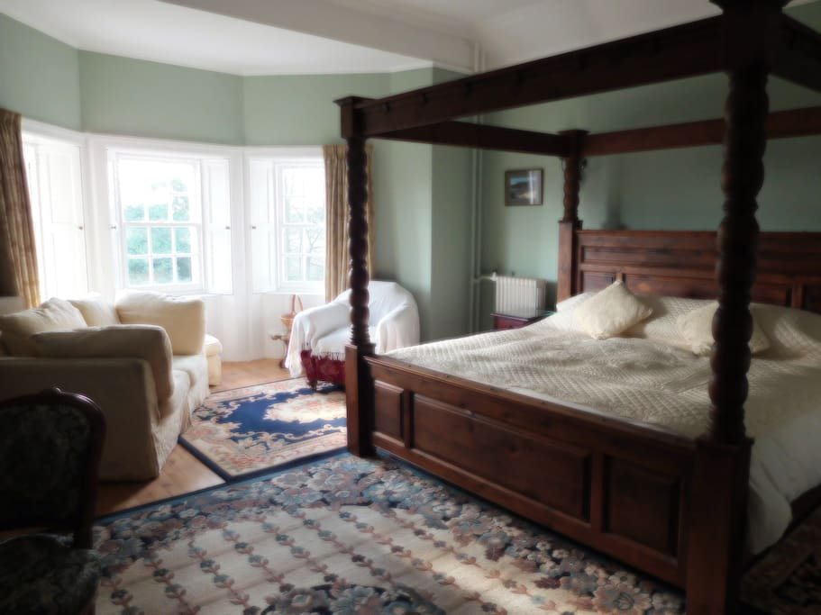 """7' x 6"""" four poster bed with ensuite wc and shower room £100 per night"""