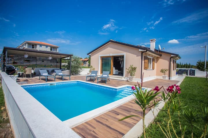 One storey Villa Mihaela Deluxe with pool