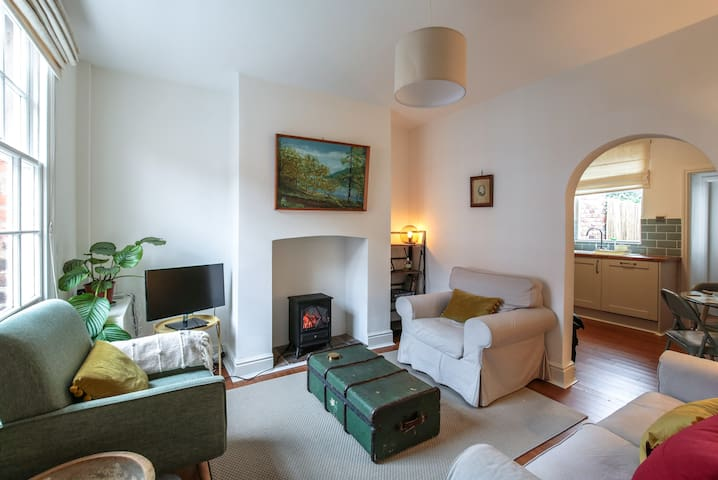 Pyecroft Cottage - Cosy 2 bed close to city centre