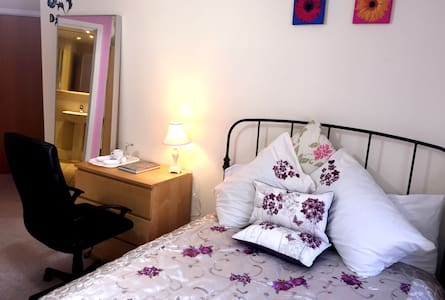 Private Double Bed En-suite Room - Leeds