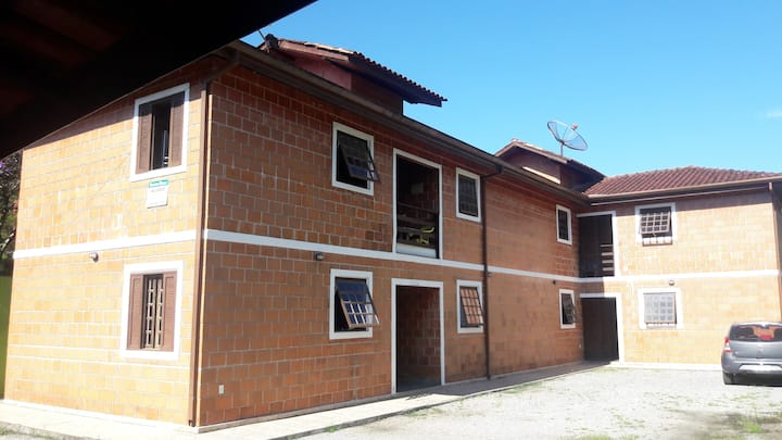 Residencial Mariani-Quarto 9 com banheiro -1ºandar