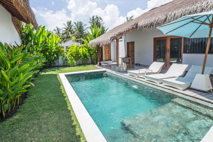 Three independant and private one-bedroom villas