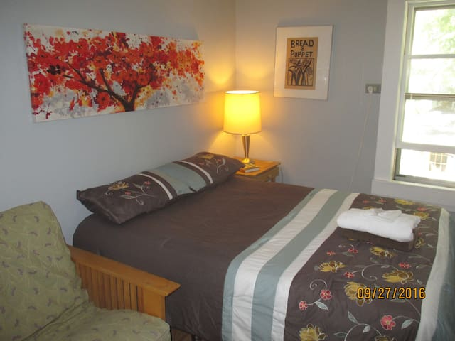 Small Cozy Room Minutes to Burlington - Winooski - Apartemen