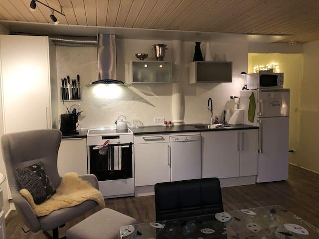 Luksus souterrain lejlighed, nær Klaksvik centrum.