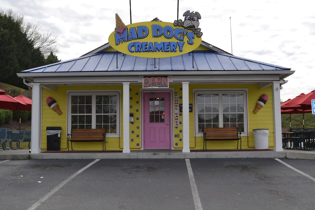 Big Pine Lodge-Mad Dog's Creamery