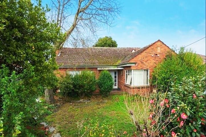 Affordable Spacious Private Room in Ashwood