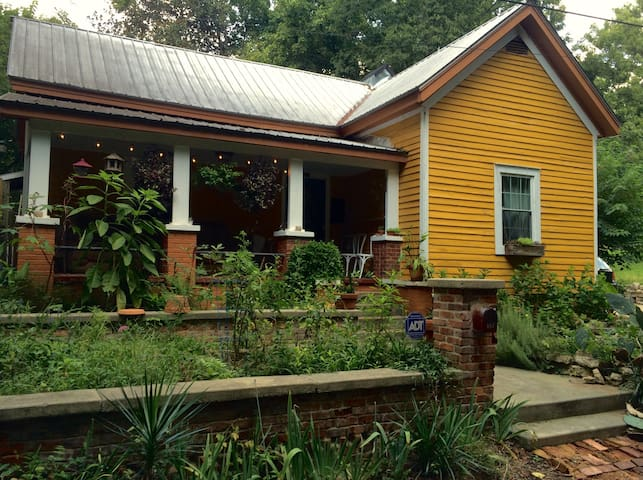 Cozy eccentric downtown Athens home - Ateena