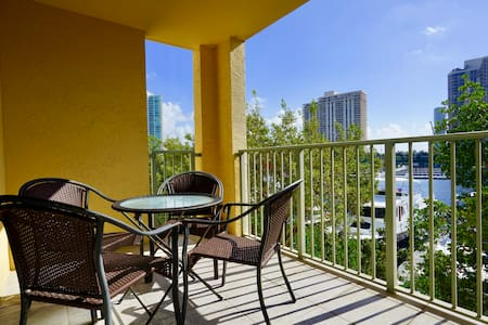 Waterfront/2 Bedrooms 2 Bathrooms - Aventura - Apartment