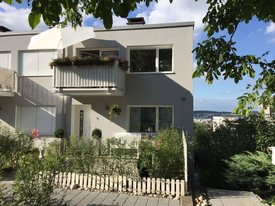 Modern house close to zurich houses for rent in for Modern house zurich