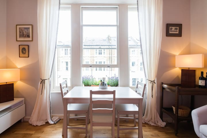 Beautiful two bedroom apartment near Notting Hill