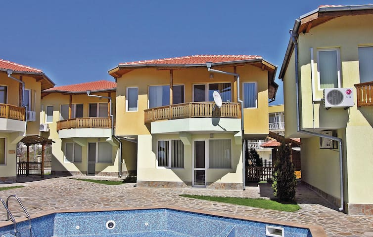 Holiday cottage with 2 bedrooms on 90m² in Balchik