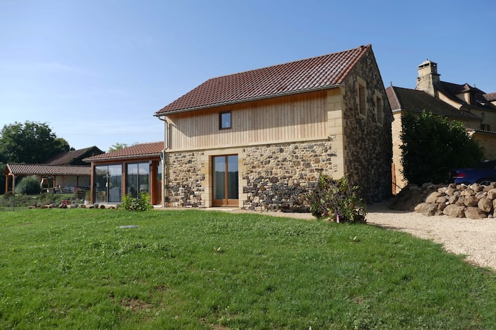 Le Noisetier- Noyer Traditional Barn (2 people)