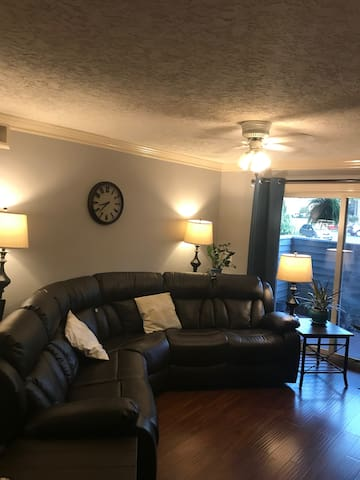 Large Two Bedroom Apt 3 miles from the Masters
