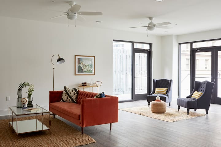 Bold 2BR in C.B.D. by Sonder