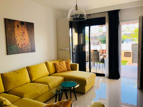 Super 2 bedroom apartment with garden.  Sea- 2 min