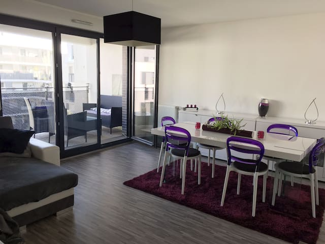 Bedroom w/tv&private shower.Pkg space.Paris 15mn
